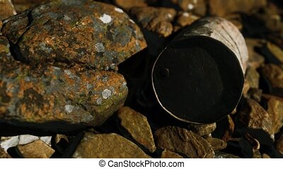 détruit, métal, rouillé, pierres plage, baril