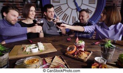 dîner, amis, avoir, boissons