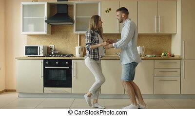 danse, couple, cuisine, jeune, quoique, amusez-vous, maison, heureux, joyeux, cuisine