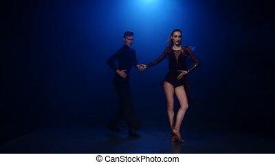 danse, couple, danseurs, rumba, élégant, studio, professionnel, enfumé