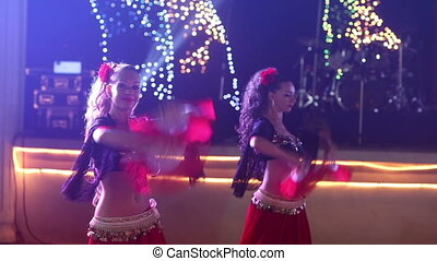 danse, danseurs, costume indien, femme, espagnol, fête, mariage