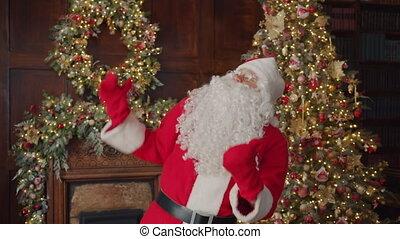danse, heureux, santa, portrait, maison, déguisement, claus, décoré, traditionnel