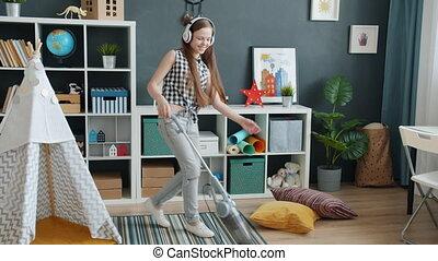 danse, maison, porter, nettoyeur, nettoyage, moquette, girl, écouteurs, adolescent, vide