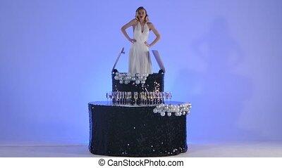 danse, noir, image, poser, merlin, blond, arrière-plan., monroe, exposition, lent, bleu leger, birthday., jeune, sommet, théâtral, danse, charmer, studio, cake., femme, motion., fête, fête
