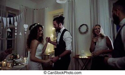 danse, palefrenier, jeune, invités, mariée, mariage, réception.