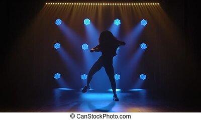 danses, lights., professionnel, danseur, élégant, mouvements, frousse, silhouette., motion., cheveux, jazz, lent, fond, luxuriant, girl, bleu