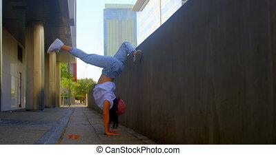 danseur féminin, sous, danse, 4k, exécuter, pont, jeune