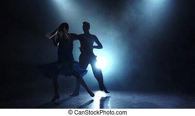 danseurs, enfumé, couple, latinamerican, professionnel, lent, poser, mouvement