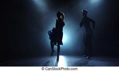 danseurs, enfumé, couple, professionnel, lent, poser, ballroom-sport, mouvement