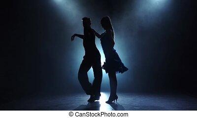 danseurs, enfumé, couple, professionnel, lent, poser, mouvement, latino