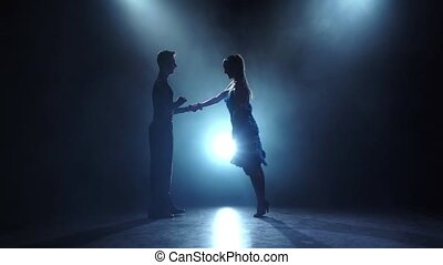 danseurs, enfumé, couple, professionnel, lent, poser, mouvement, salsa