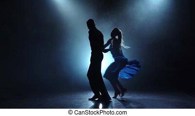 danseurs, rumba, enfumé, couple, professionnel, lent, poser, mouvement