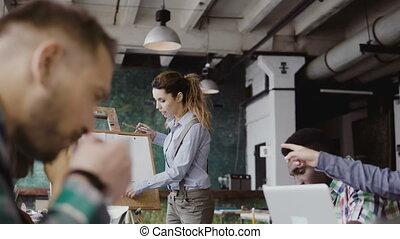 data., financier, bureau affaires, gens, start-up, moderne, jeune, fonctionnement, project., course, équipe, groupe mélangé, discuter