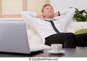 day., yeux, après, délassant, travailler dur, jeune, divan, gai, sien, fermé, homme affaires