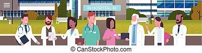 debout, bâtiment, groupe, monde médical, extérieur, médecins, devant, horizontal, bannière, hôpital