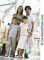 debout, famille, centre commercial, focus), (selective, sourire
