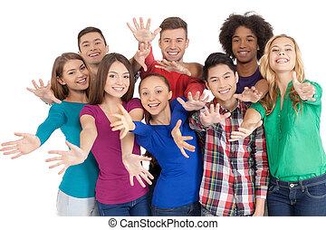 debout, groupe, us!, gens, joindre, jeune, isolé, gai, quoique, autre, multi-ethnique, chaque, fin, blanc, faire gestes