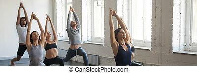 debout, guerrier, yoga, sportif, gens, millennial, séance, position, pendant