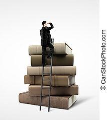 debout, homme affaires, livres, pile