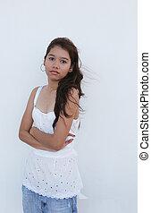 debout, mur, asiatique, devant, girl, blanc