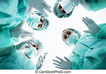 debout, patient, chirurgiens, au-dessus, chirurgie, avant