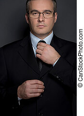 debout, sien, cravate, ajustement, âge moyen, isolé, formalwear, gris, regarder, confiant, quoique, appareil photo, businessman., homme