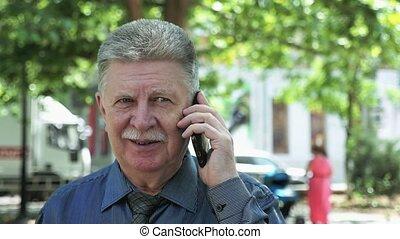 debout, sien, vieux, bavarder, slo-mo, téléphone, quoique, rue, homme, heureux
