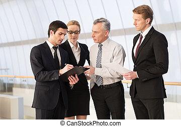debout, tout, professionnels, advice., quatre, quoique, autre, quelque chose, ils, chaque, besoin, fin, discuter
