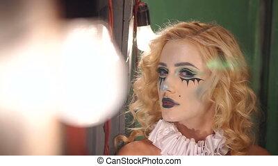 debout, vieux, bois, maquillage, halloween, fenêtre, mystérieux, girl