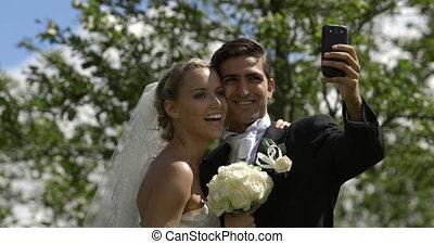 dehors, mariée, palefrenier, selfie, prendre
