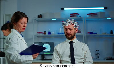 demander, notes, neurologue, presse-papiers, homme, prendre, chercheur, symptômes
