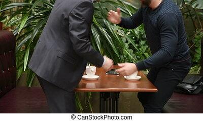 deux, hommes affaires, avoir, café, réunion, beau