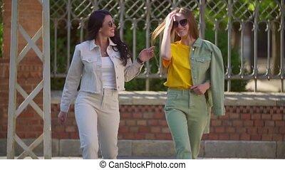 deux, lunettes soleil, filles