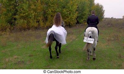 deux, married., dos, vue., horses., femme, mâle, équitation, juste