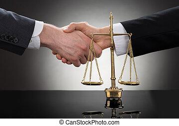 devant, homme affaires, échelle, serrer main
