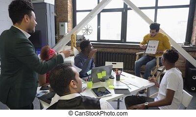 diagrammes, teamwork., brainstorming., spécialistes, équipe, études, investissement, jeune, monnaie, market., actionnaires