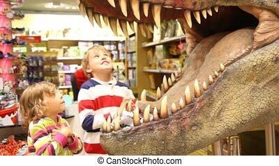 dinosaure, gosses, bouche, regarde, jouet