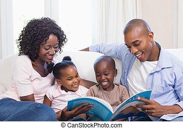 divan, lecture, livre contes, famille, heureux