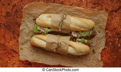 divers, sandwichs, deux, ingredients., baguettes, sain, pain