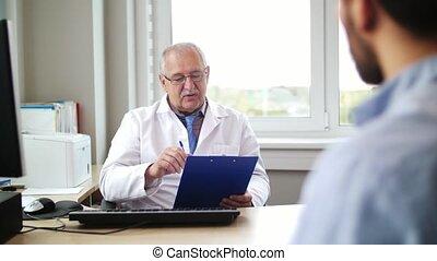 docteur hôpital, patient, personne agee, conversation, mâle
