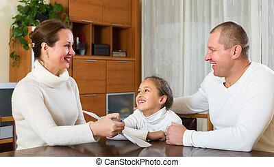 documents, famille heureuse
