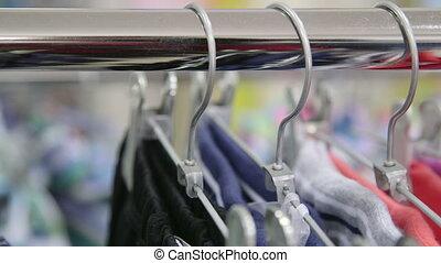 dolly:, cintres, vêtements