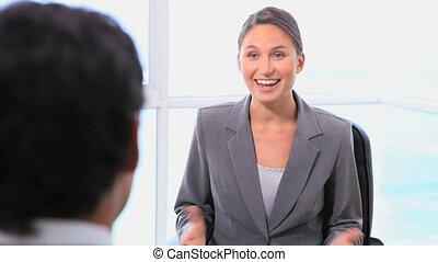 donne, poignée main, reconnaissant, femme affaires