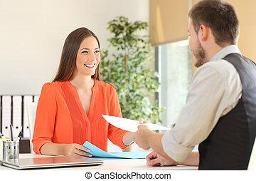 donner, entrevue, métier, femme, reprendre