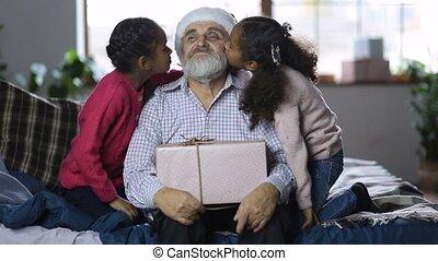 donner, filles, papy, baiser, agréable, noël