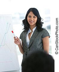 donner, jeune, présentation, femme affaires