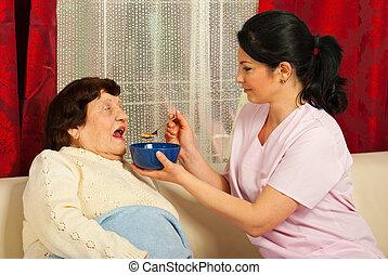 donner, soupe, infirmière, femme, personnes agées