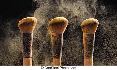 doré, brosses, cosmétique, noir, poudre, fond