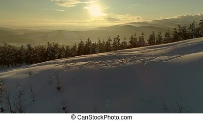 doré, montagnes, heure, neige-couvert