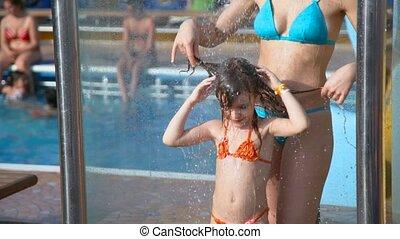 douche, femme, prendre, eau, girl, piscine